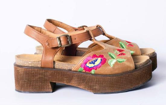 Tremeda esta propuesta de DollStore, desde el color, hasta las flores, me enamoré de punta a punta.