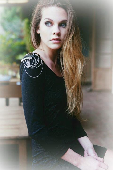 Vestido Stud La clásica opción de vestido negro que siempre va con el detalle