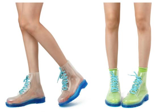 Clear Boots azules, solitos o con medias marcando el estilo propio.