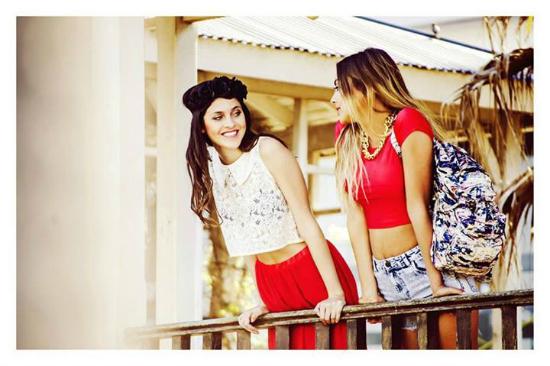 Rojo pasión y blanco pureza, las dos caras de los tops de Sofia de Grecia