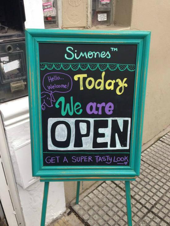 El local de Simones en Palermo Soho se encuentra en El Salvador 4719. Aunque podés también encontrarlos en Alto Palermo.
