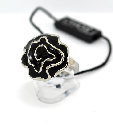 Una rosa en plateado y negro. Divine.