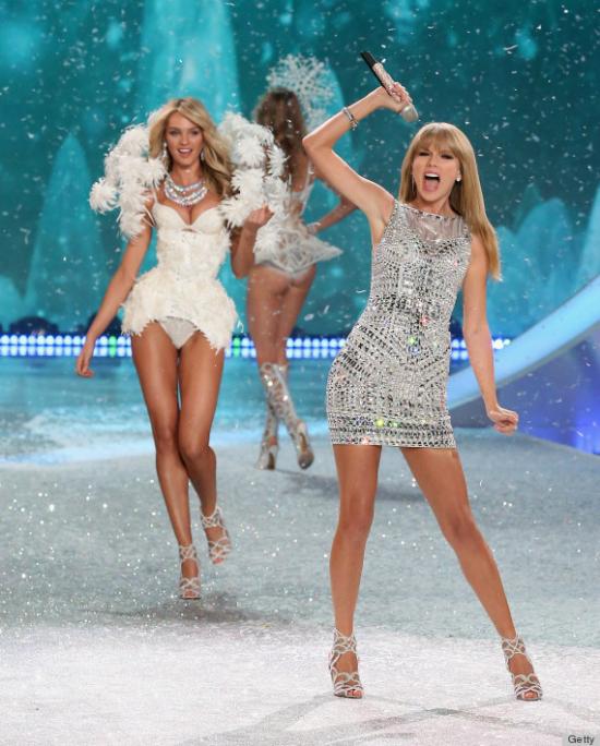Taylor fue un ángel más en el Victoria's Secret Fashion Show