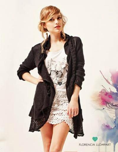 Amor por este tapado, la rompe con un jean y unas plataformas bien altas. El modelo se llama Bonnie y viene en negro, crudo, camel o fucsia.