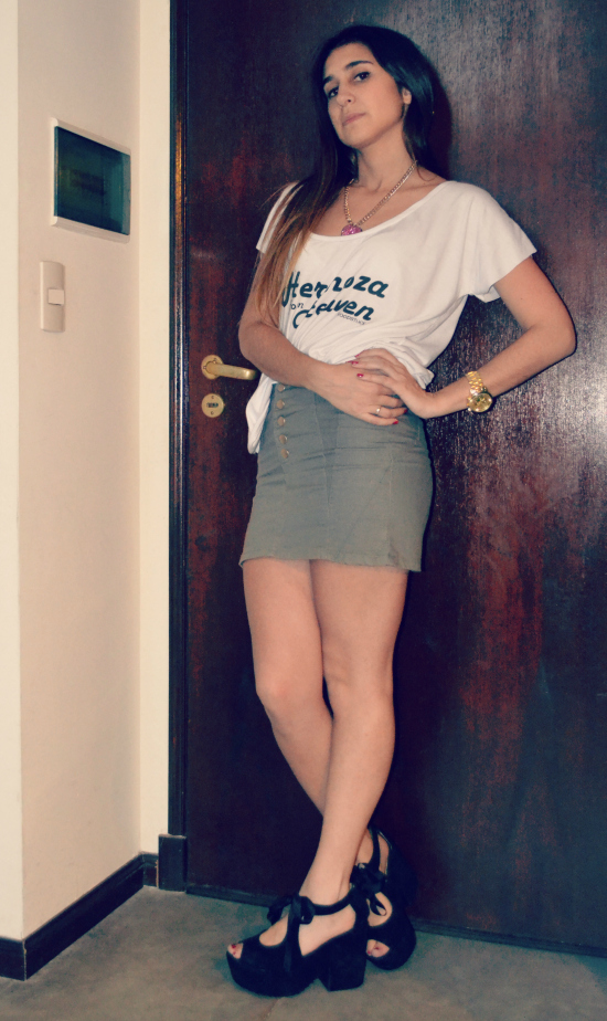 Remera: Woodstock Pollera: Agarrate Catalina Zapatos: Cheap & Chic Collar: Forever 21 Reloj: Trendy Shop