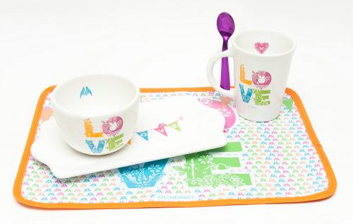 Set de desayuno ACABAJO Incluye: taza con cuchara metalizada, bowls, plato e individual - $280