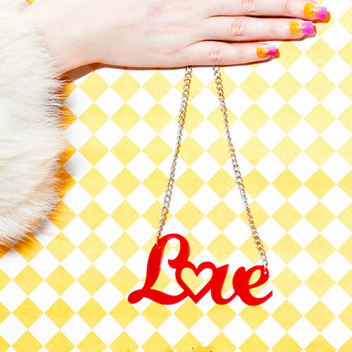Collar Love, Love Not War