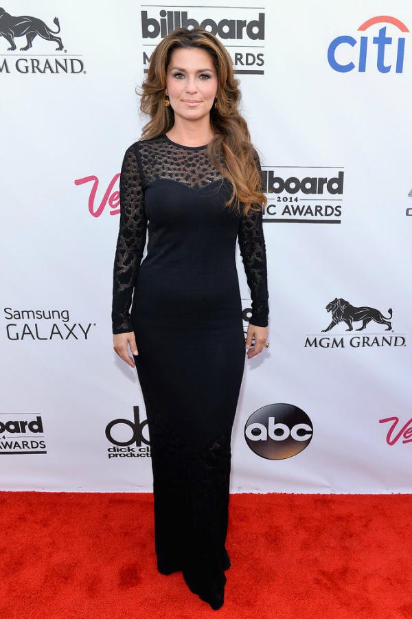 Shania Twain, sutil y sexy también pasó por la red carpet de los Billboard.