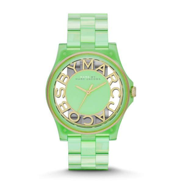 El verde, es otra opción canchera de la línea Henry Skeleton Gradient de Marc by Marc Jacobs.