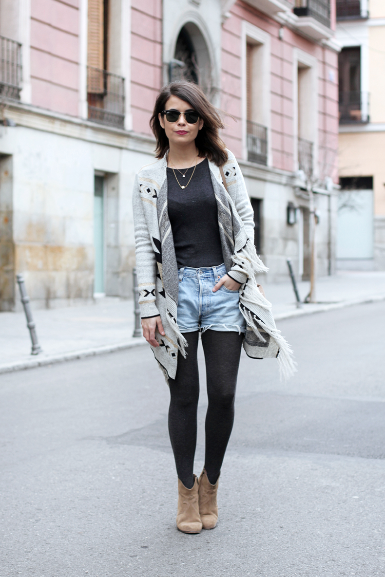 CSerrano_Poncho-Levis_Vintage-outfit_Street_Style-10