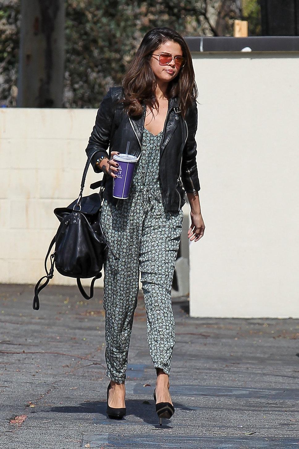 Style Selena G Mez Bajo La Lupa Fashion Diaries Blog De Moda