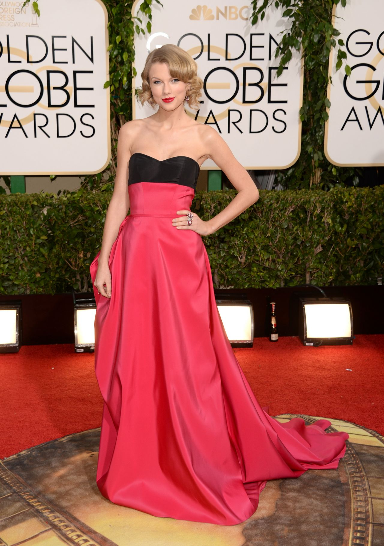 taylor-swift-2014-golden-globe-awards-red-carpet_1
