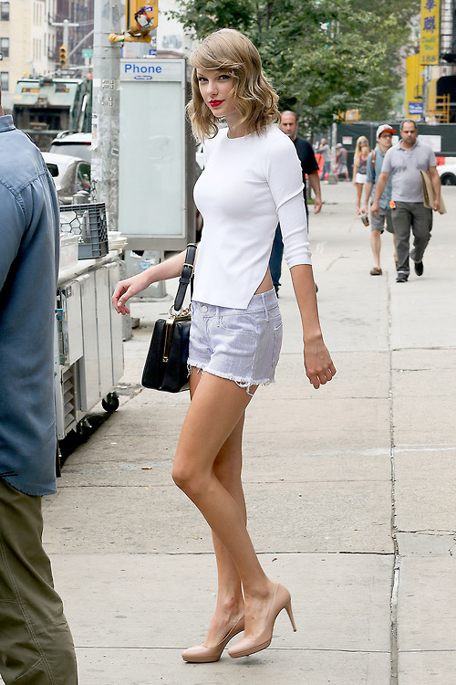 Taylor Swift looks confident after hitting the gym