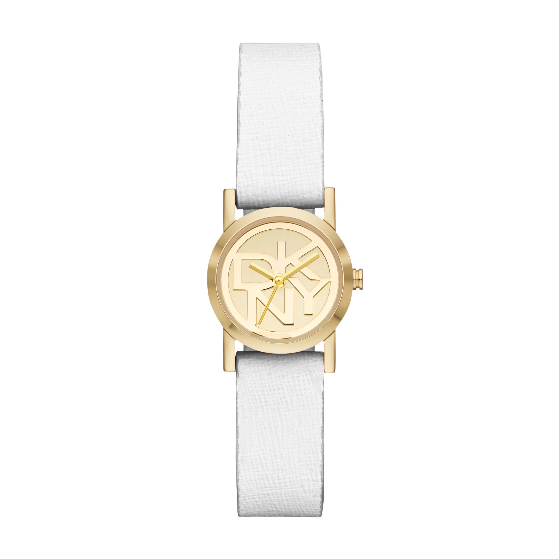 El blanco con dorado de DKNY es una opción super delicada.