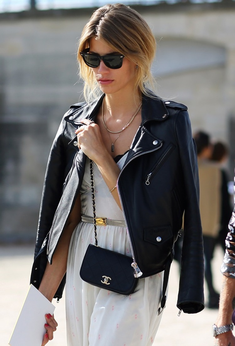 STREET-STYLE-LEATHER-MOTO-JACKET-OVER-THE-SHOULDERS-PARIS-FASHION-WEEK-RAY-BAN-WAYFARER-SUNGLASSES