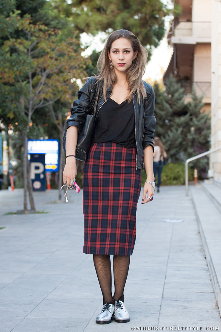 athens_Streetstyle_7267_woman_checked_skirt_silver_oxfords_axdw