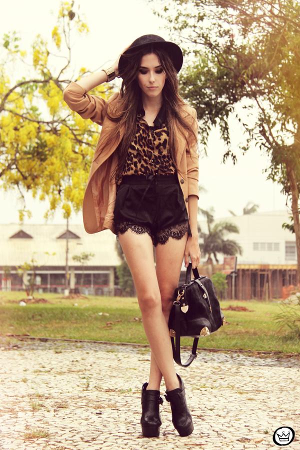 fashioncoolture-13-01-2013-look-du-jour-romwe-shirt-leopard-lace-shorts-hat-asos-1