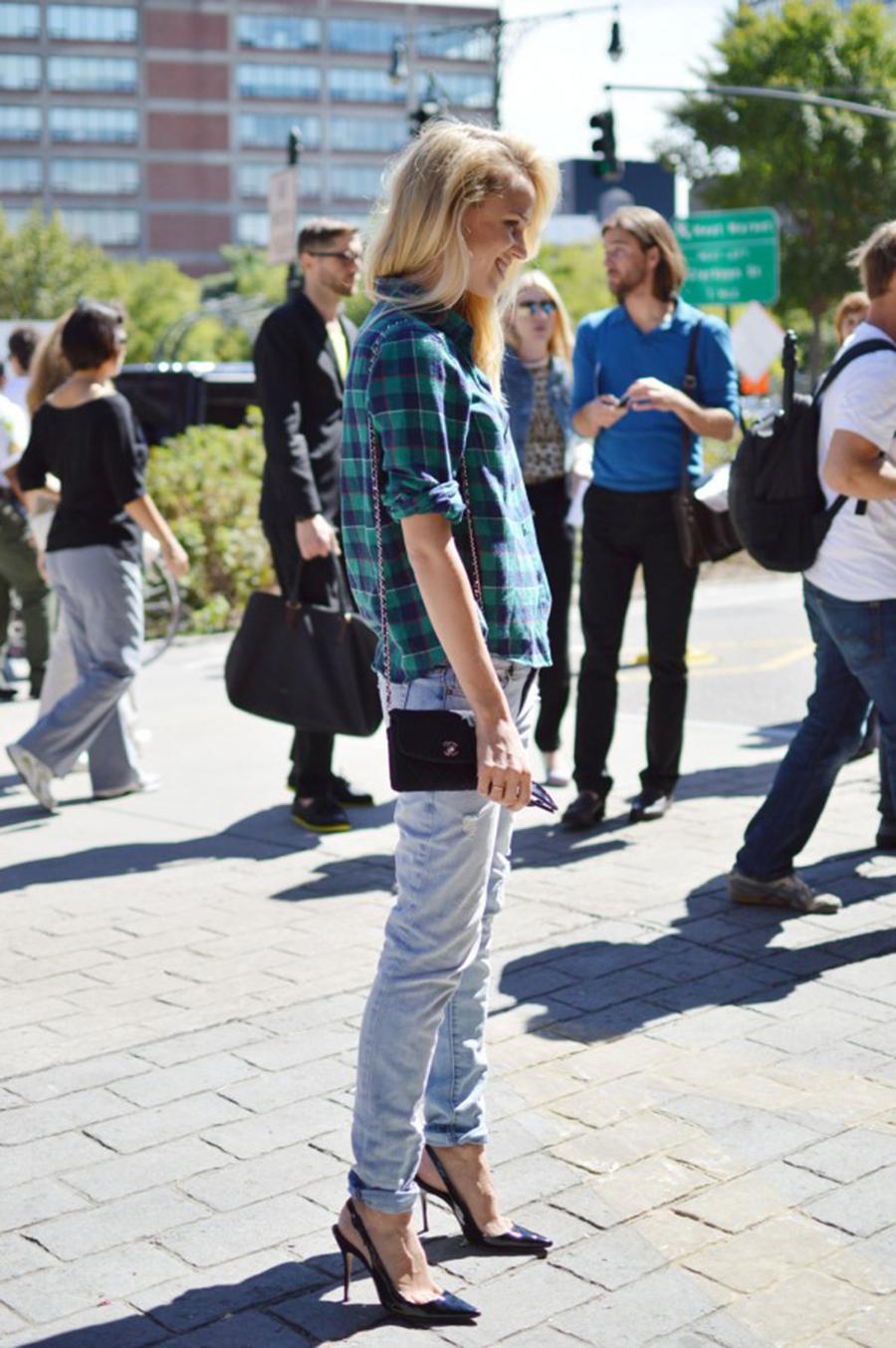 la-modella-mafia-model-off-duty-street-style-elin-kling-in-a-whyred-plaid-shirt-chanel-bag-and-manolo-pumps