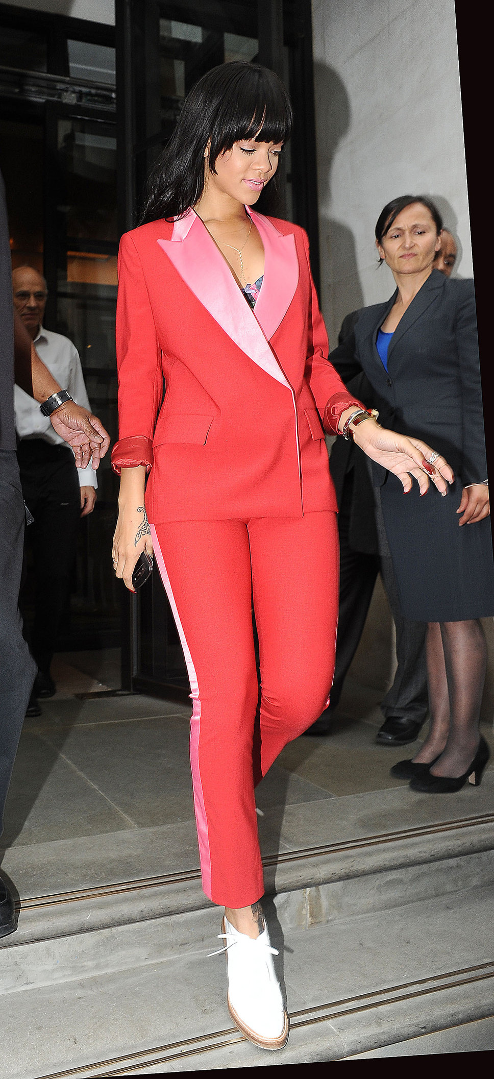 rihanna_red_blazer_pink_detail