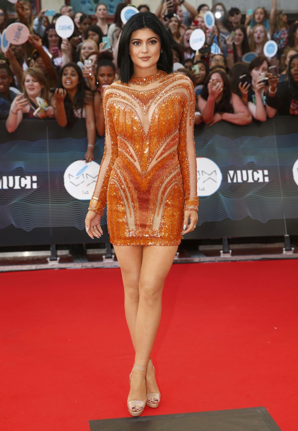 447759-kylie-jenner-arrives-on-the-red-carpet-to-host-the-muchmusic-video-awa