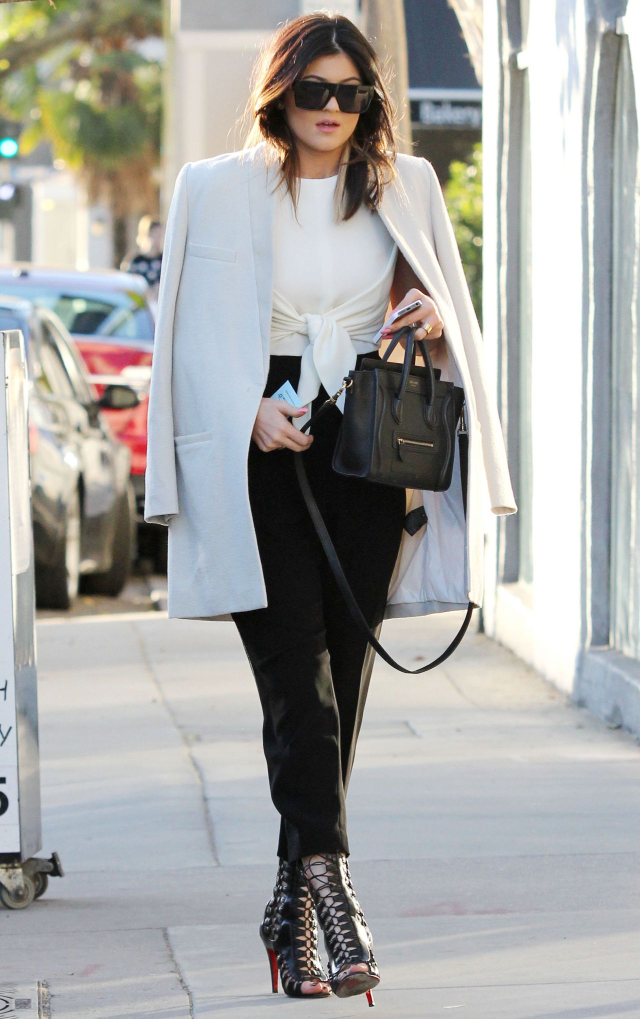 kylie-jenner-street-style-leaving-urth-cafe-in-west-hollywood-january-2014_1