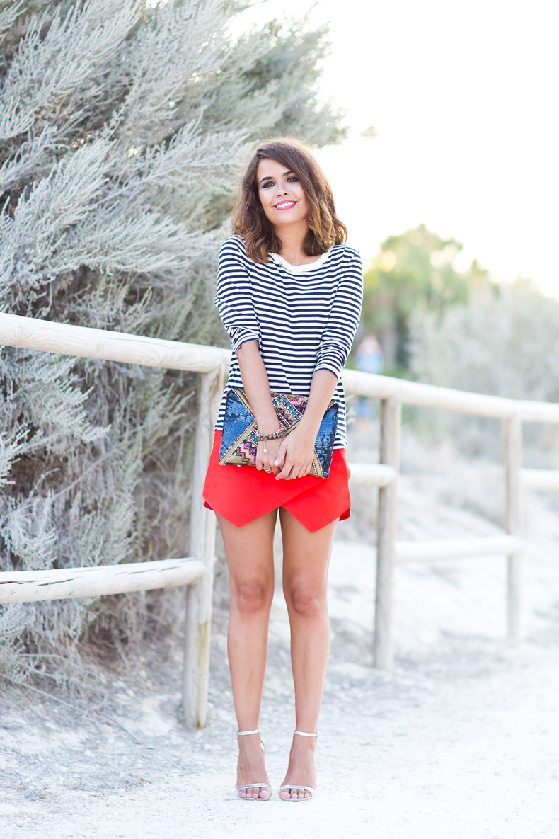 Red_Skort-Striped_Top-Silver_Sandals-Street_Style-Outfit-8