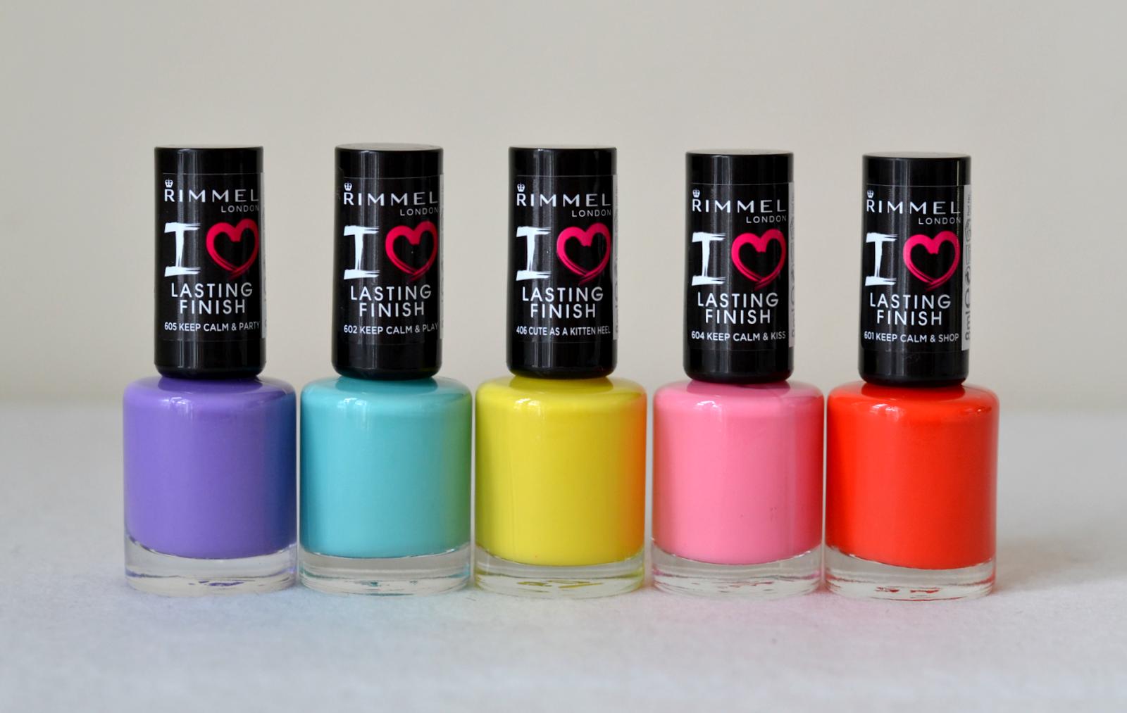 En cuanto a los esmaltes, son súper coloridos y llegan justito para aprovecharlos el verano.
