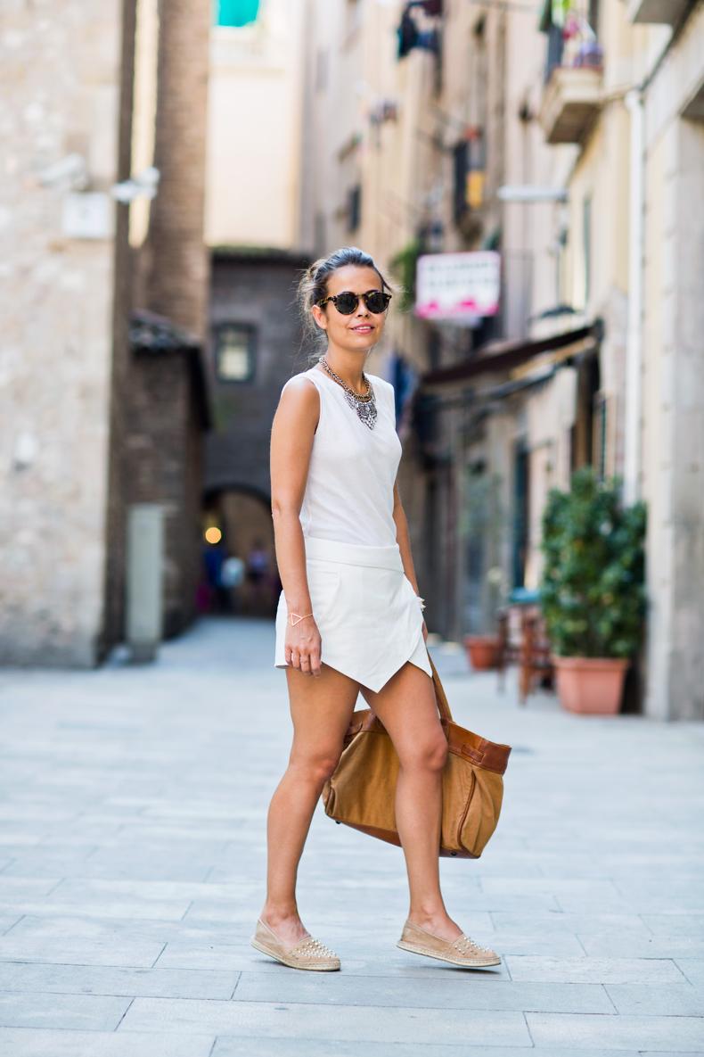Total_White_outfit-Zara_Skort-BArcelona-Travels-Street_Style-Espadrilles-