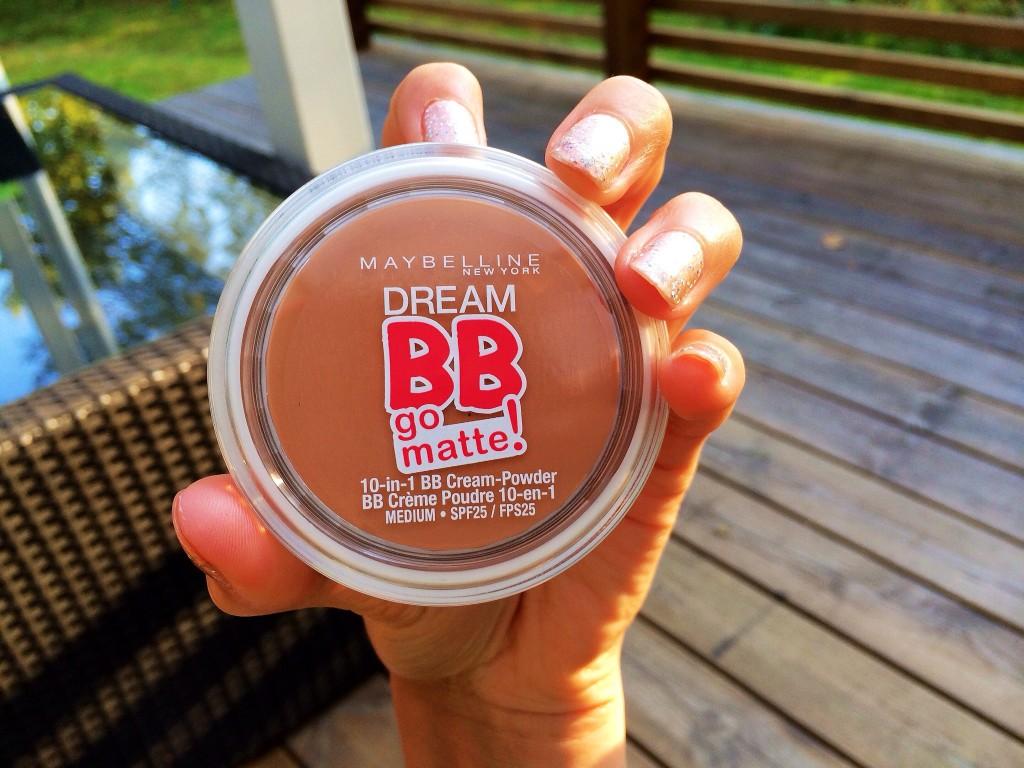 Este es otro nuevo producto de Maybelline que me tiene fascinada por que ya lo probé. Es bb cream y polvo en un sólo producto. Voy a hacer un review mostrandoles y contandoles más en YouTube.