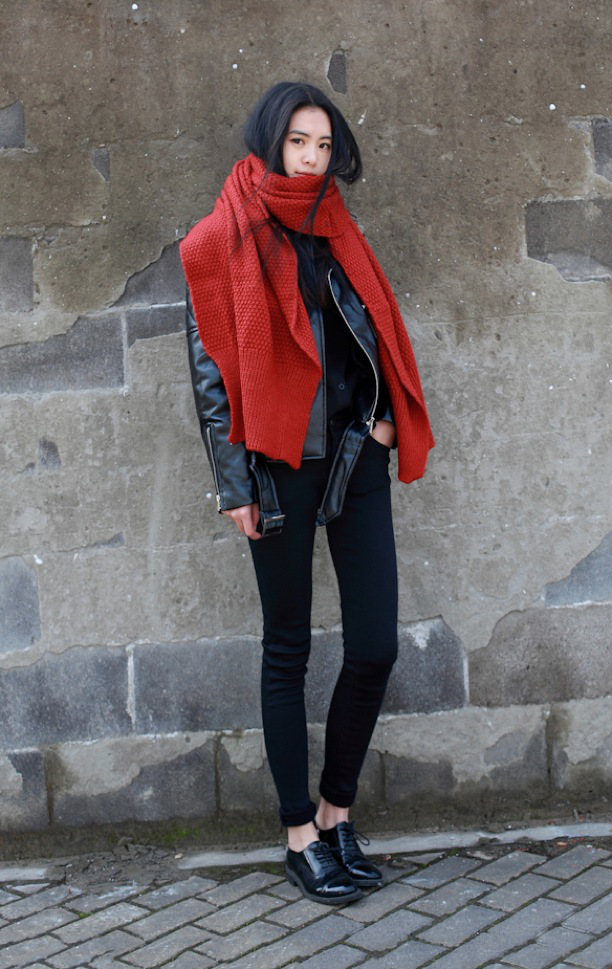 street-style-statement-scarf-honeycomb-oversized-large-red-scarf-leather-moto-jacket-skinny-black-pants-button-down-shirt-patent-leather-oxfords-via-he-killed-my-ego-balmaintoktzz-tumblr