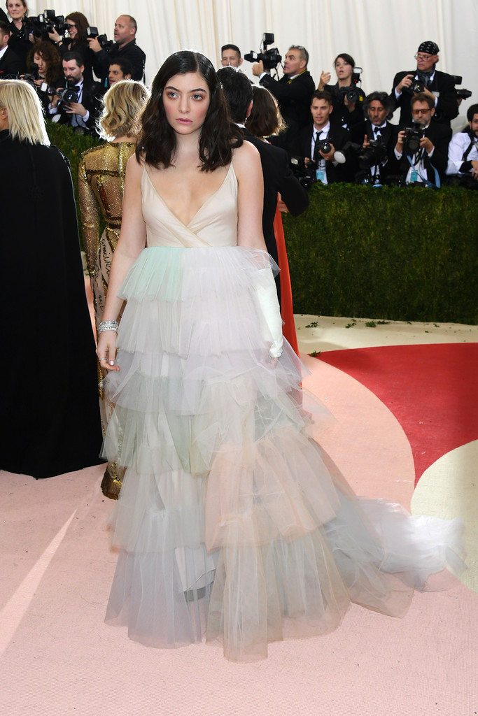 Lorde-met-gala-ball-2016