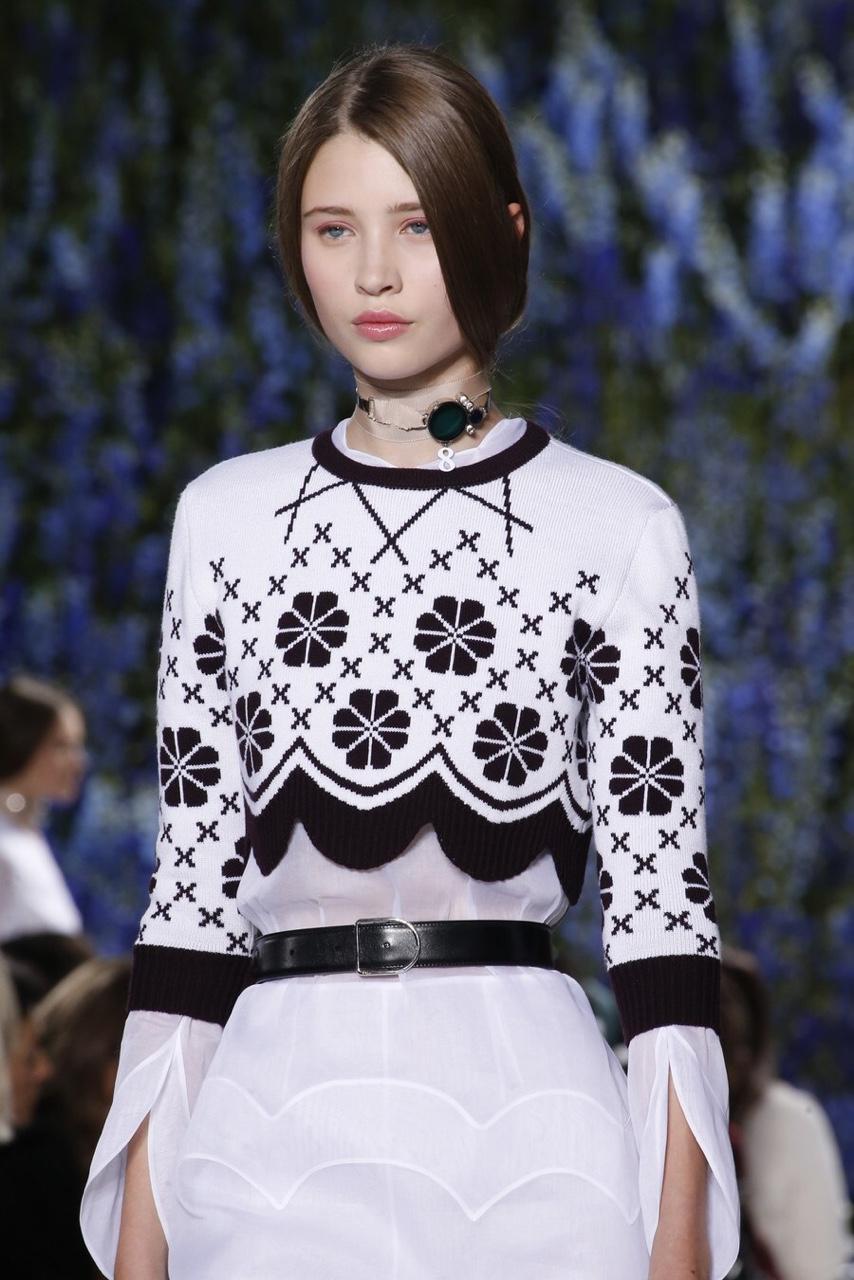 En la pasarela de la primavera verano 2016 de Dior las modelos se vieron con makeup bien natural donde el gloss dió el toque.