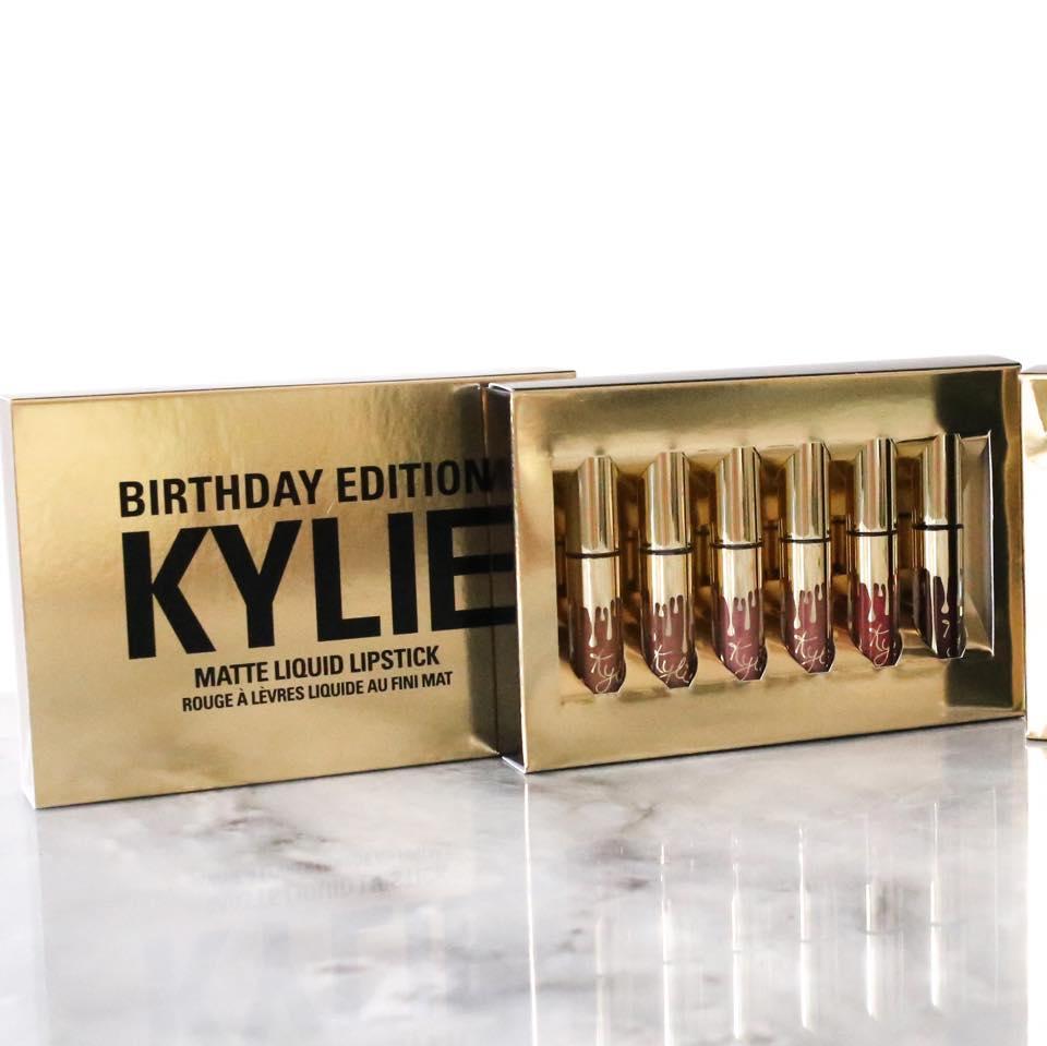 Para las fans de los labiales matte de Kylie, esta cajita trae varios de los tonos que lanzó los últimos meses, en versión mini.