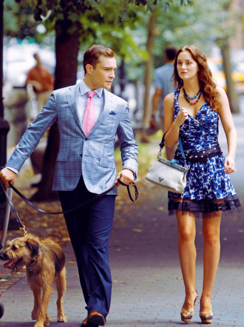 "©BAUER-GRIFFIN.COM Leighton Meester and Ed Westwick walk a dog together as they film a scene for ""Gossip Girl"" in the Upper West Side. NON-EXCLUSIVE August 9, 2011 Job: 110809X4 New York, New York www.bauergriffin.com www.bauergriffinonline.com"