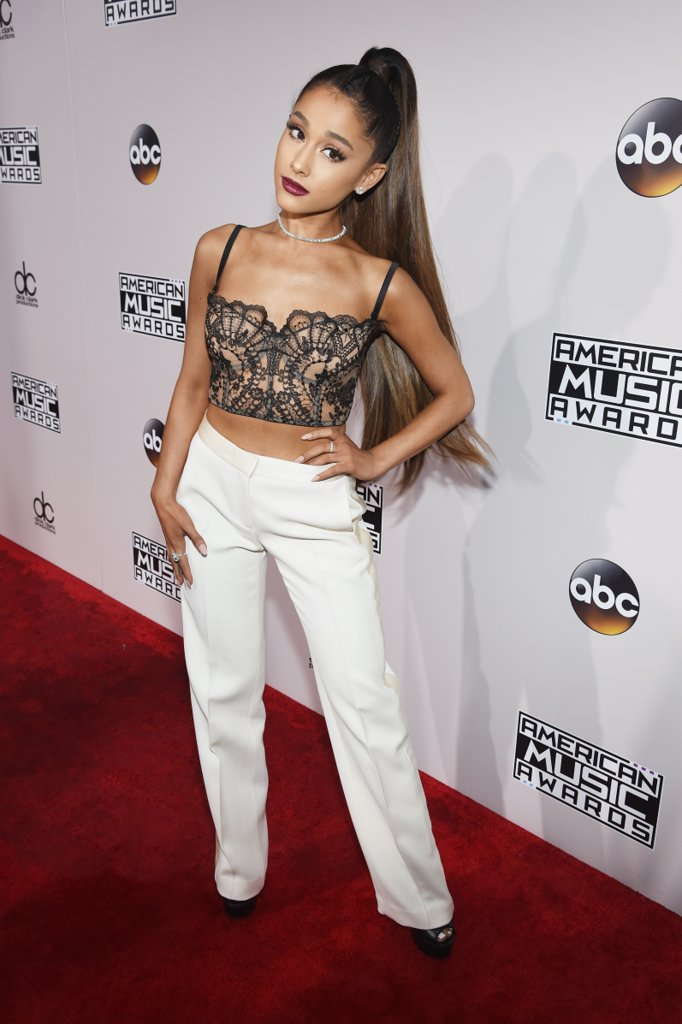 amas-2016-red-carpet-fashion-diaries-ariana-grande