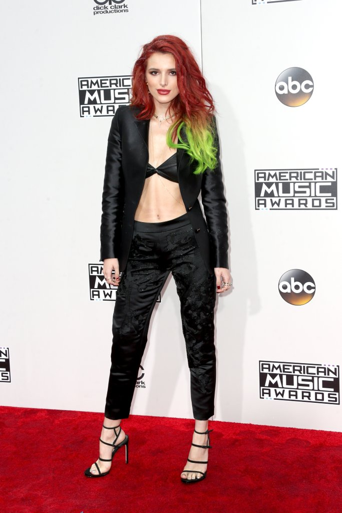amas-2016-red-carpet-fashion-diaries-bella-thorne