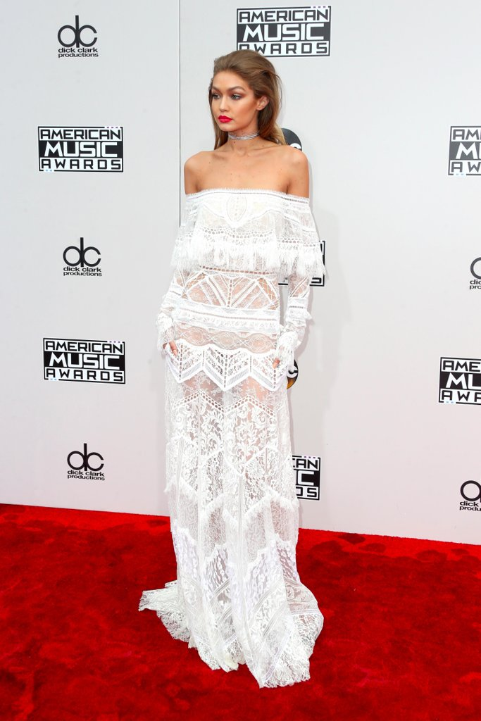 amas-2016-red-carpet-fashion-diaries-gigi-hadid