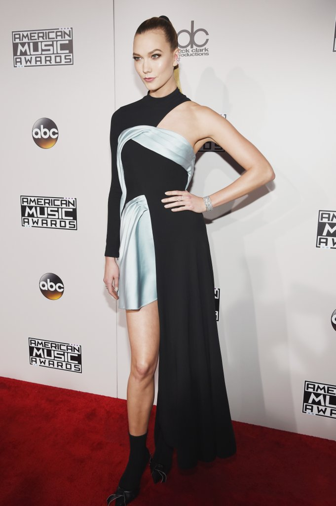 amas-2016-red-carpet-fashion-diaries-karlie-kloss