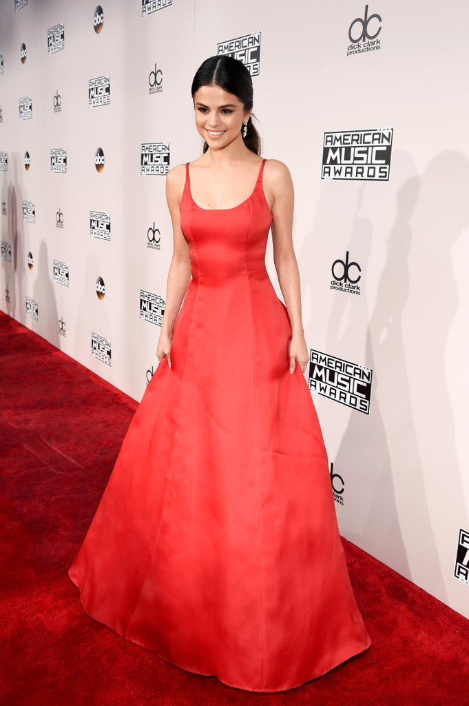amas-2016-red-carpet-fashion-diaries-selena-gomez