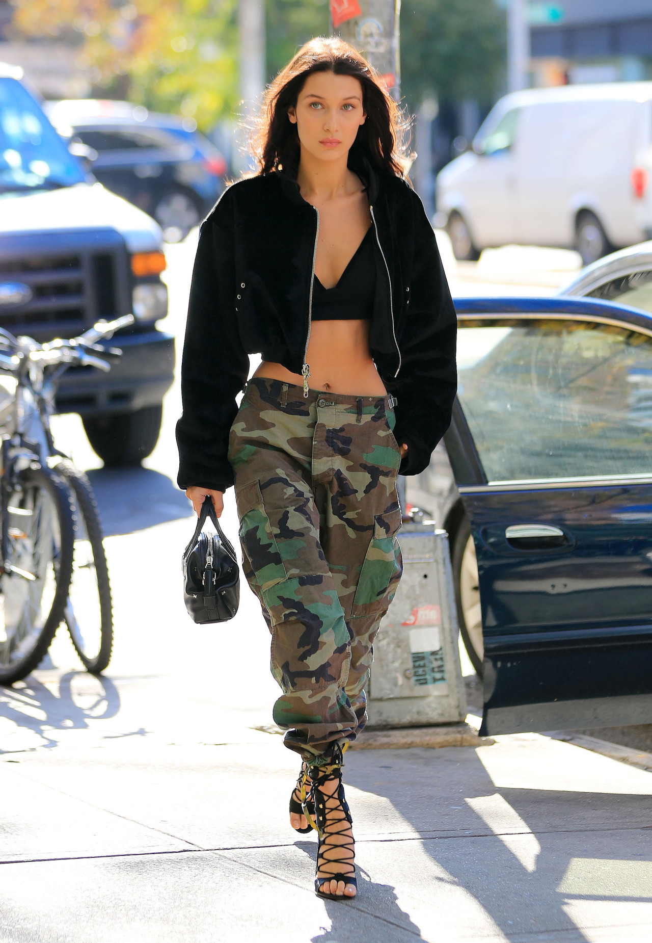 Bella Hadid bears her sexy midriff when out walking in New York Pictured: Bella Hadid Ref: SPL1380809 251016 Picture by: Jackson Lee / Splash News Splash News and Pictures Los Angeles: 310-821-2666 New York: 212-619-2666 London: 870-934-2666 photodesk@splashnews.com