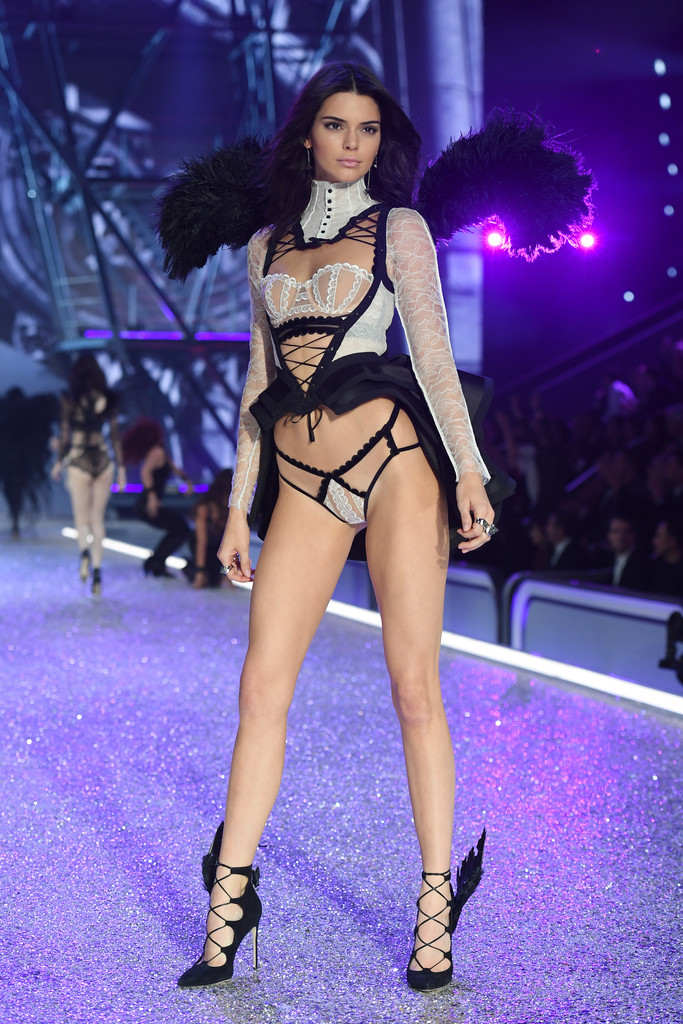 vsfs2016-fashion-diaries-kendall-jenner