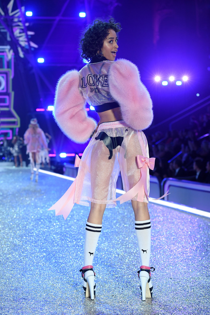 vsfs2016-fashion-diaries-pink-4