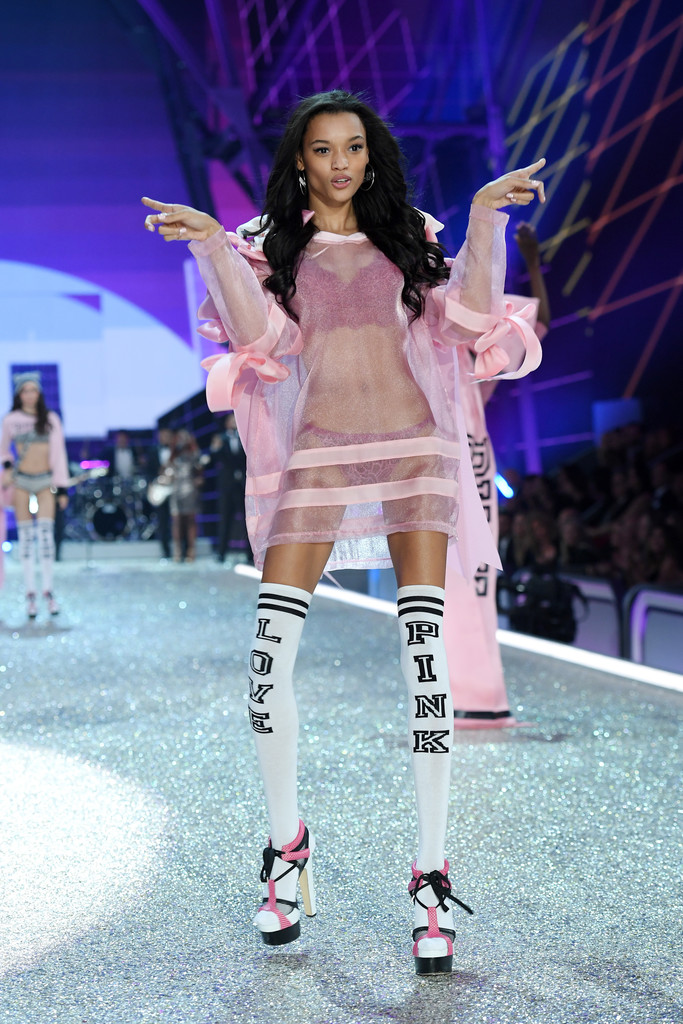 vsfs2016-fashion-diaries-pink-6